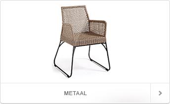 fraaie stoelen met een stevig metalen frame